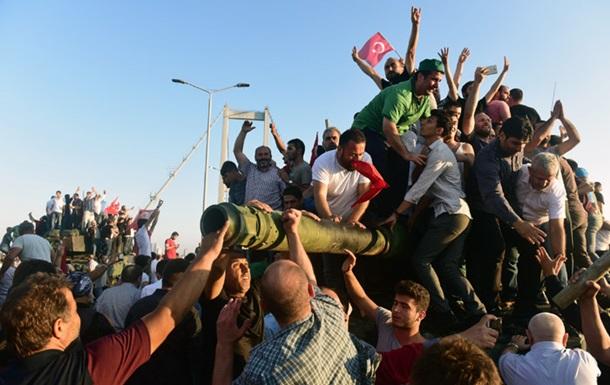 В Турции задержали почти 3000 человек за мятеж