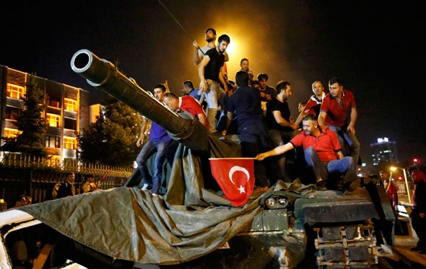 Переворот у Туреччині: кількість жертв перевищила 260