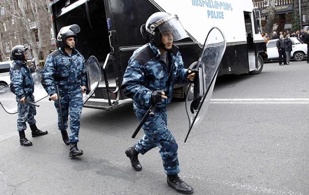 У заручниках в Єревані вісім поліцейських