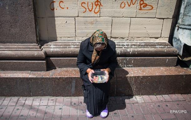 Более 72% украинцев считают себя бедными