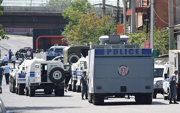 Захват здания в Ереване назвали терактом