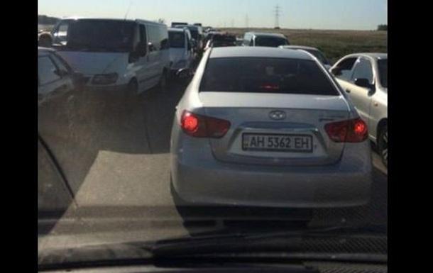 На КПП Марьинка очередь из авто в шесть рядов