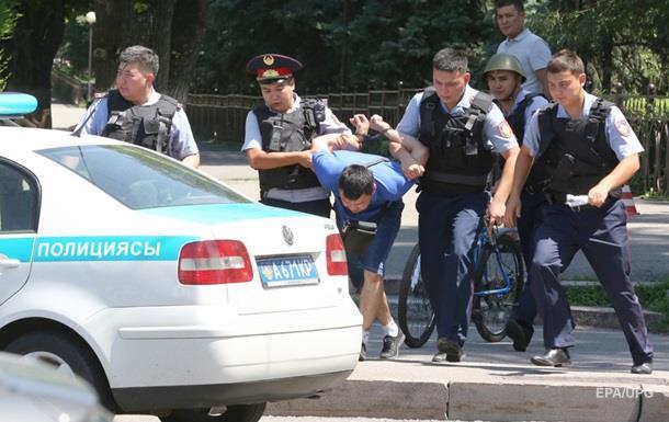 Вуличні бої. Що коїться в Казахстані та Вірменії
