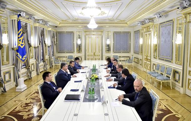 Порошенко обсудил с европарламентариями безвиз, Донбасс и Крым