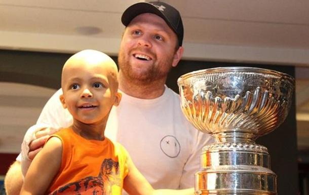 Хоккеист Питтсбурга отвез Кубок Стэнли в Торонто
