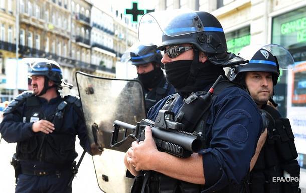 Спецназ заарештував чоловіка, котрий захопив французький готель