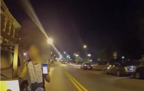 Американец врезался в полицейское авто играя в Pokemon Go