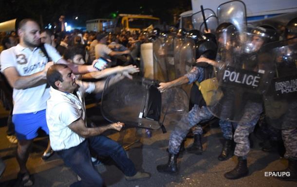 В Ереване разогнали демонстрантов: десятки раненых