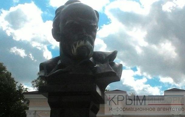 Відмитий пам ятник Шевченку у Криму знову розмалювали