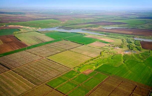 Хмельницкий чиновник сдал в аренду сыну десятки гектаров земли