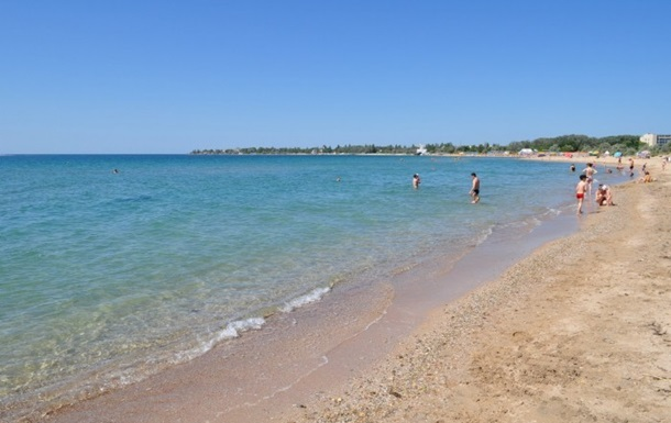 В Євпаторії для прибирання пляжів найняли школярів