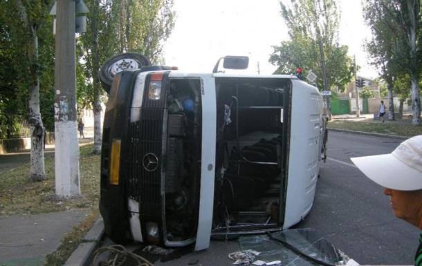 В Николаеве перевернулась маршрутка с пассажирами