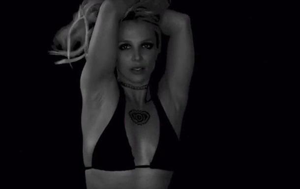 Бритни Спирс показала тренировку в бикини