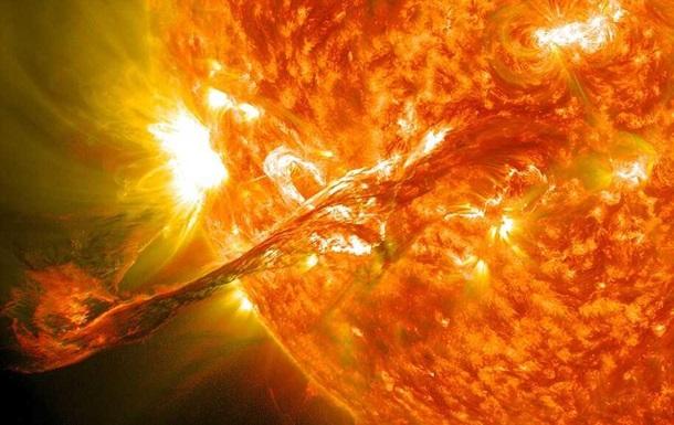 NASA показало три ярких вспышки на Солнце