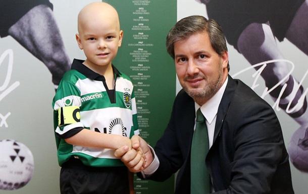 Португальский клуб подписал контракт с пятилетним мальчиком, борющимся с раком