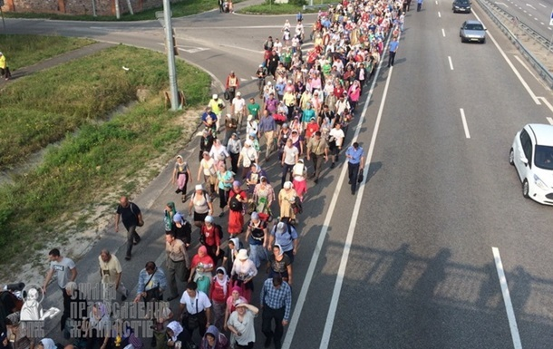 Західна  колона Хресної ходи через годину буде в Києві