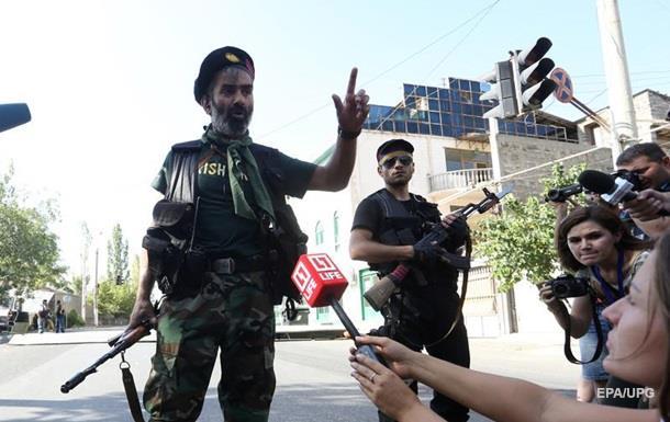 Загарбники відділення поліції в Єревані взяли в заручники лікарів