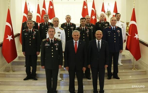 У Туреччині 99 полковників підвищені у званнях після путчу