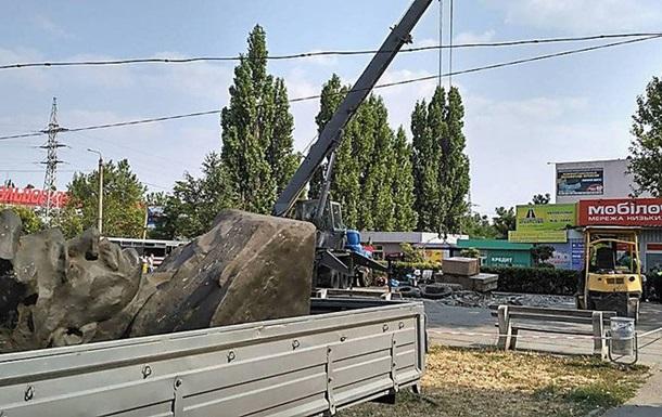 В Николаеве снесли памятник революционеру-большевику