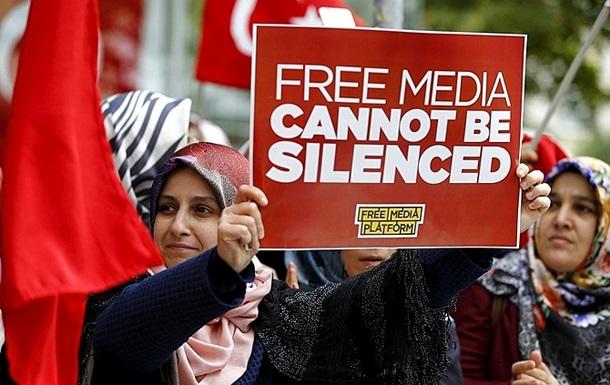 В Турции арестовали еще 17 журналистов