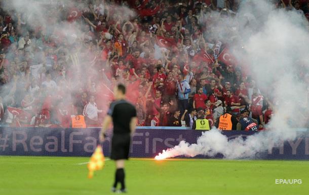 Турецкие власти увольняют десятки футбольных судей