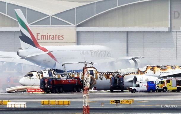 Появилось видео из загоревшегося в Дубае самолета