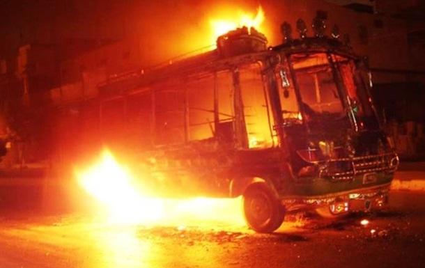 В Париже с криками  Аллах акбар  подожгли автобус