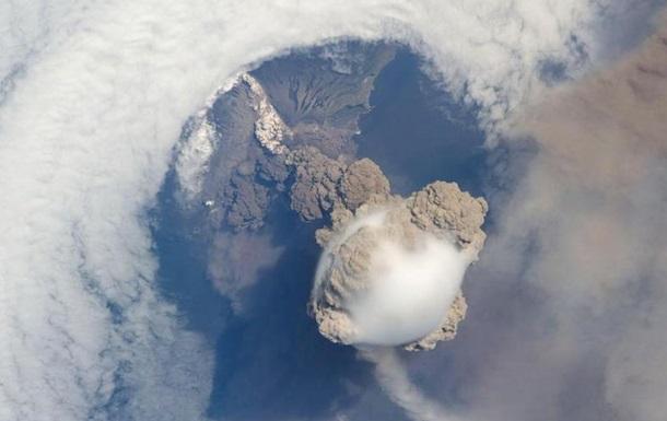 В Индонезии проснулись три вулкана