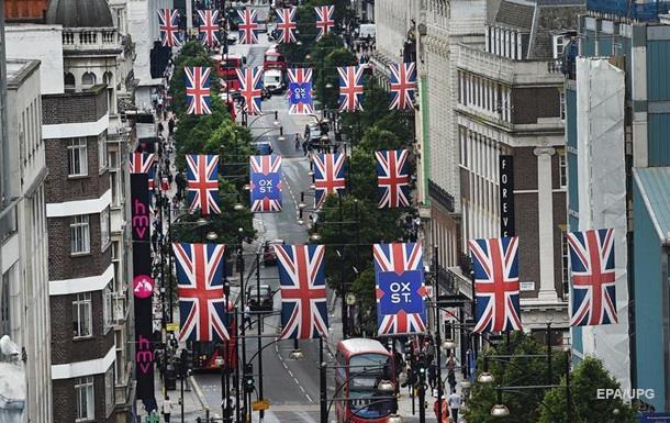 Економісти закликають Британію роздавати гроші населенню
