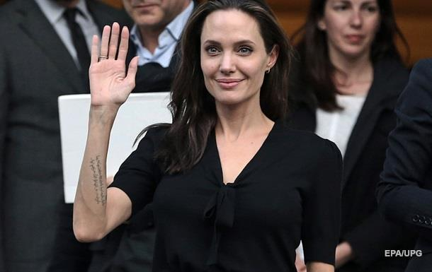 Анджелина Джоли станет лектором сразу в двух вузах