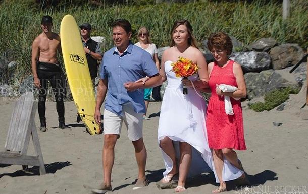Прем єр Канади з голим торсом потрапив на весільне фото