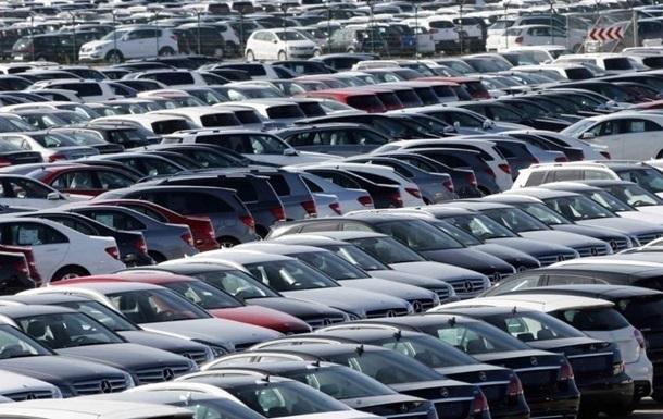 Продажі старих автомобілів впали на 86%