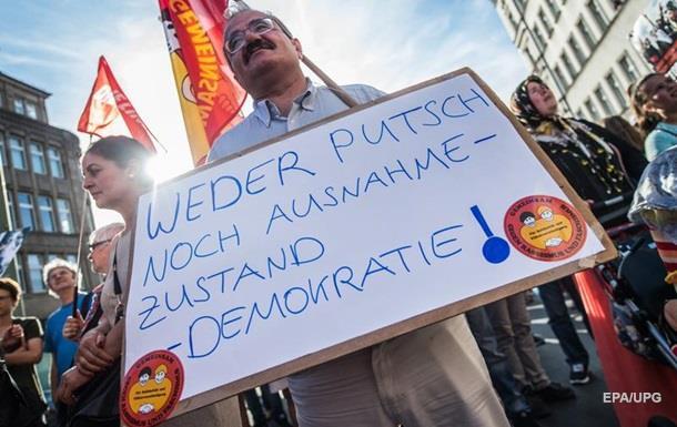 Демократія в занепаді у всьому світі - FT