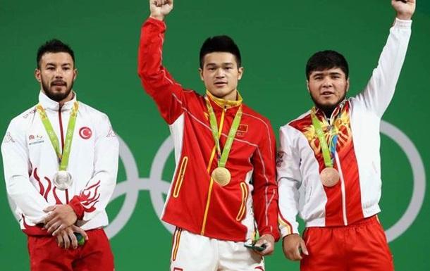 Важка атлетика. Золото у китайського спортсмена