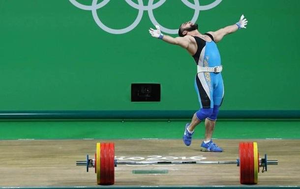 Тяжелая атлетика. Казахстан и Китай завоевали по золоту и серебру