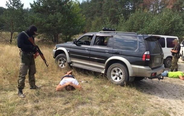 На Рівненщині затримані троє, які  кришували  видобуток бурштину
