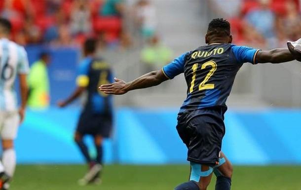 Футбол. Пента-трик Патерсена, Бразилия громит Данию, Аргентина вылетает