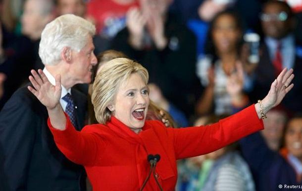 Промови і книги: подружжя Клінтонів за 2015 рік заробило понад $10 млн