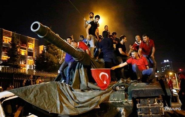 Переворот у Туреччині позбавив роботи більше 80 тисяч осіб