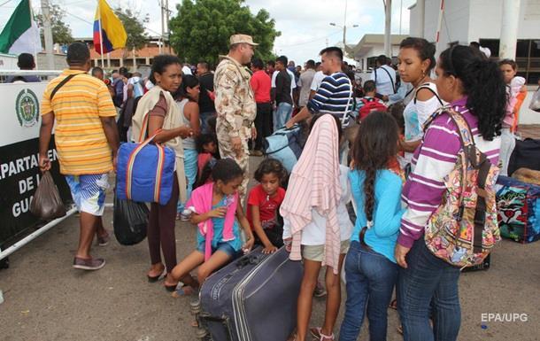 Венесуэльцы ринулись в Колумбию за едой и лекарствами