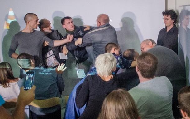Блогер, який влаштував бійку на лекції Павленського, оголошений у розшук
