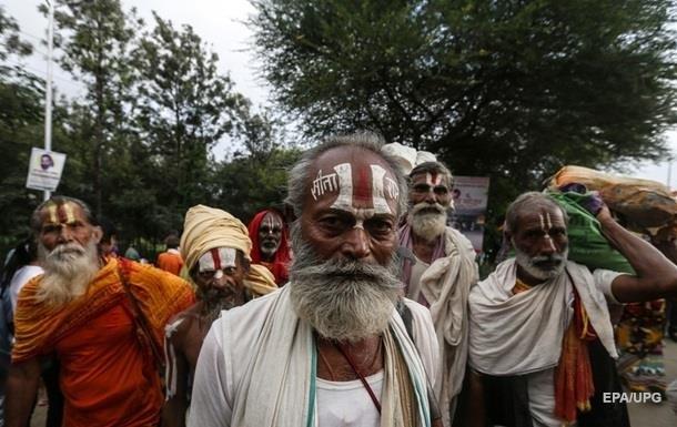 В Индии 11 человек умерли, отравившись алкоголем