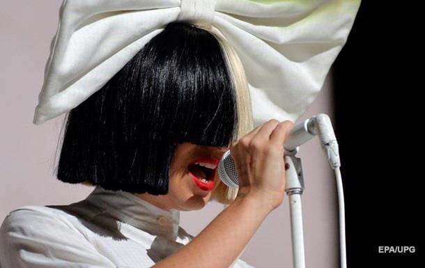В Израиле с певицы Sia потребовали деньги за плохой концерт