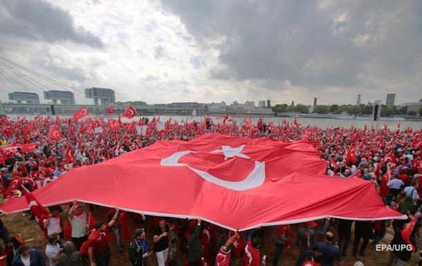 Fitch изменило прогноз по Турции на негативный