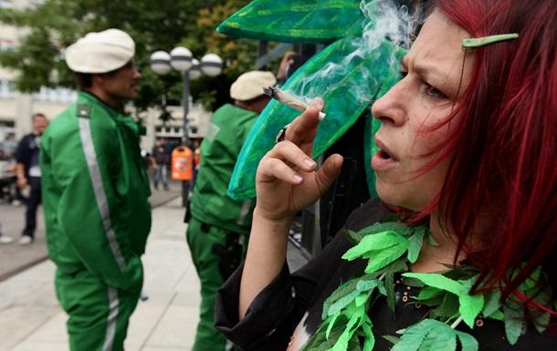 Вчені знайшли відмінності в дії марихуани на чоловіків і жінок