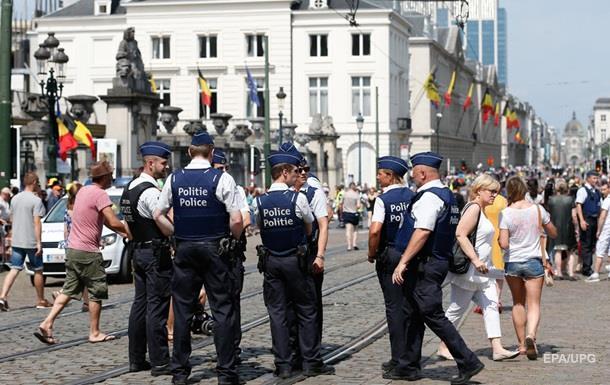 В Брюсселе женщина с мачете напала на людей