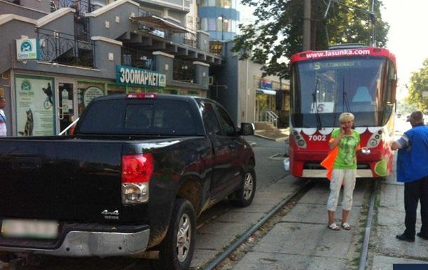 В Одессе водитель на три часа заблокировала движение трамваев