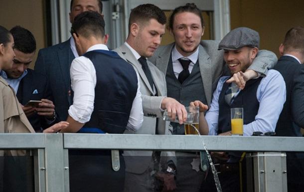 Дискваліфікація року в Англії: футболісти помочились на іподромі