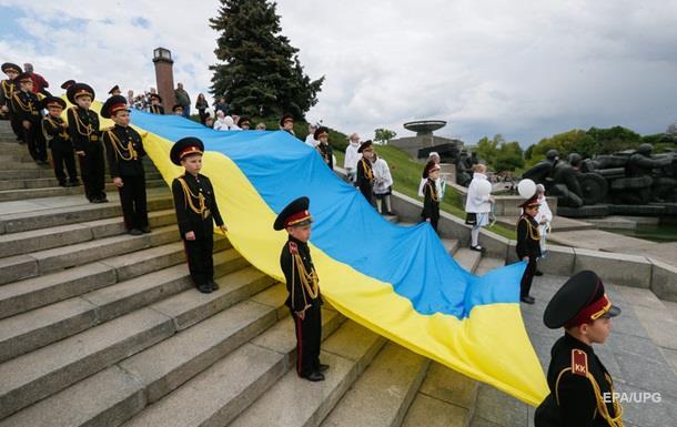 Порошенко привітав українців з Днем Державного прапора