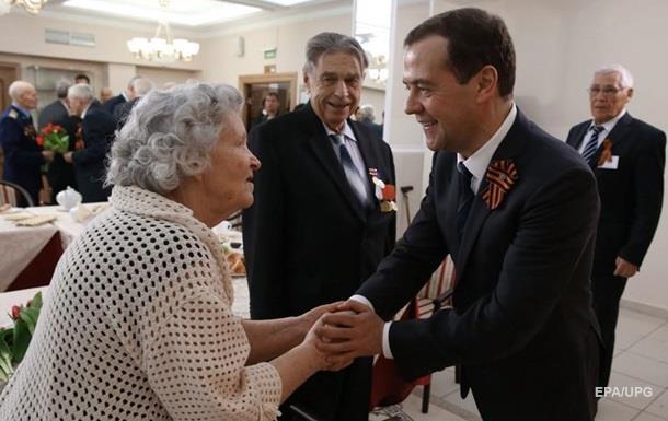 Медведєв попереджав. РФ відмовилася від індексації пенсій